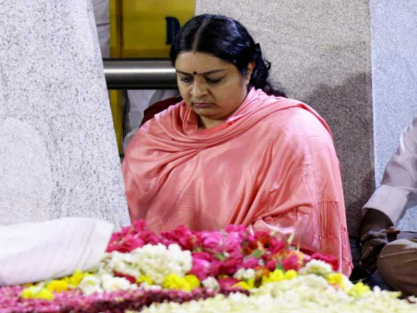 Getting repeated threats from Sasikala : Deepa Jayakumar