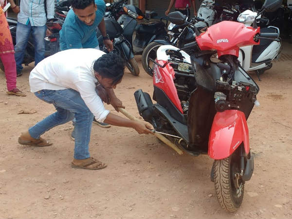 Poisonous snake found inside Deo scooty in Mangaluru