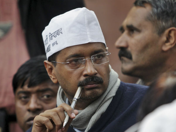 Eating spree: Kejriwal now accused of a Rs 1 crore samosa scam