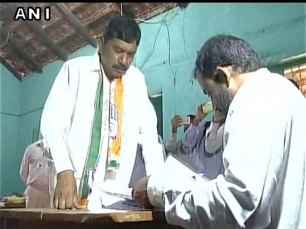 Nanjangud by- election: Kalale violated election code of conduct