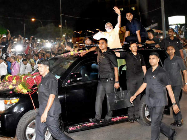 PM Narendra Modi Stops Car To Meet 4-Year-old