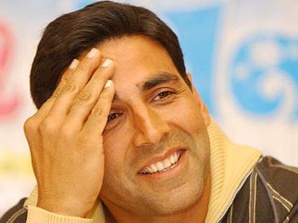 Akshay Kumar apologies for holding National Flag ICC Women's World Cup 2017