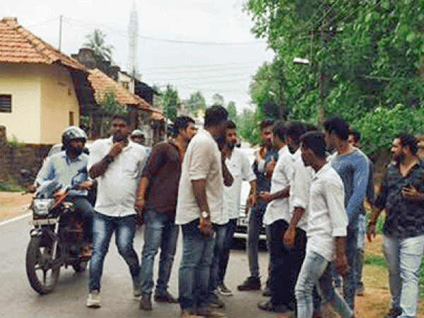 Clash between Two groups of Congress at Bantwala  congress office