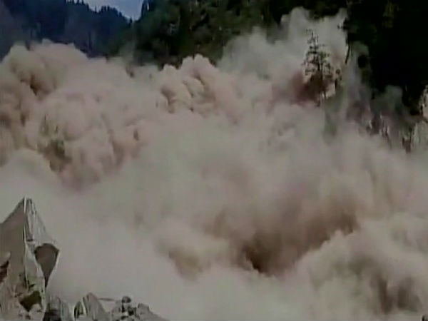 Uttarakhand: Landslide on Badrinath route, 15,000 tourists stranded