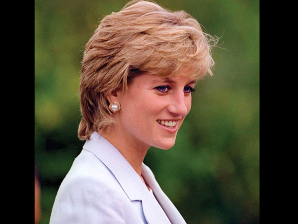 Princess Diana's shoes sell for Rs 1.47 lakh at UK auction