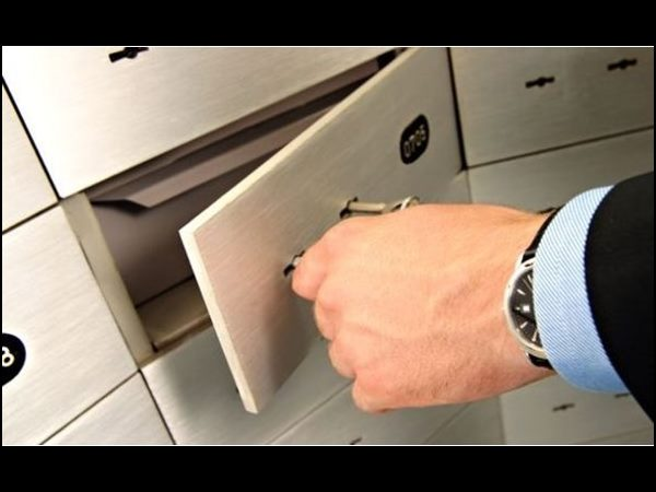 Bank not responsible for any loss in safe locker deposit