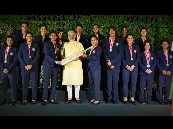 ಭಾರತೀಯ ಮಹಿಳಾ ಕ್ರಿಕೆಟ್ ಆಟಗಾರ್ತಿಯರಿಗೆ ಮೋದಿ ಬಹುಪರಾಕ್