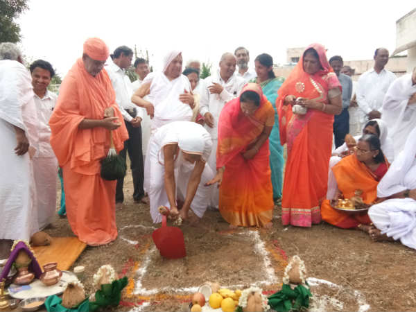 Charukeerthi Bhattaraka Swamiji Performs Bhoomi Puja At Sharavanabelagola