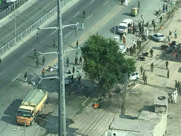 At least 9 killed and more than 15 injured in the blast near CM office at Lahore