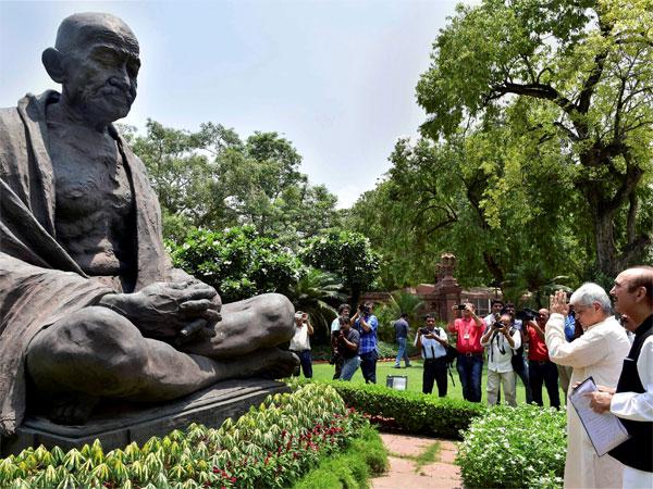 ಮಹಾತ್ಮಾ ಗಾಂಧಿಯವರ ಜೀವ ಉಳಿಸಿದ್ದ 'ಭಿಲಾರೆ ಗುರೂಜಿ' ನಿಧನ
