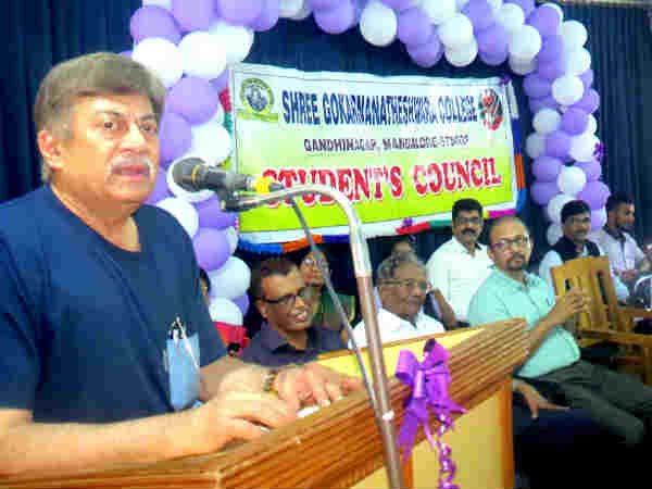 Actor Ananthnag joins Cauvery protest, extends support to Kannadigas