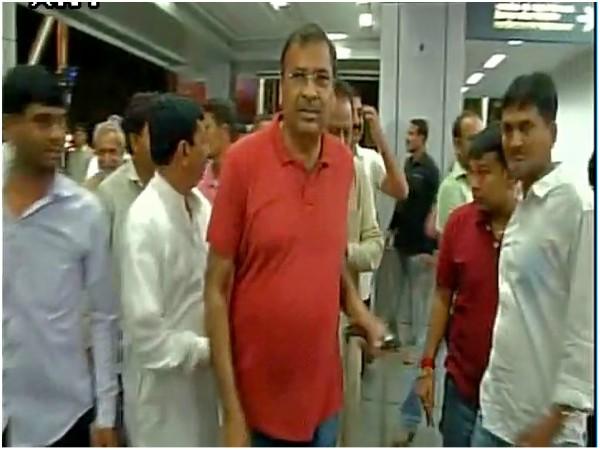 'ಆಪರೇಷನ್ ಕಮಲ' ಭಯ, 44 ಗುಜರಾತ್ ಕಾಂಗ್ರೆಸ್ ಶಾಸಕರು ಬೆಂಗಳೂರಿಗೆ