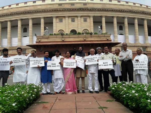 Tweeples Lambast Bjp Mps For Protesting Against Corruption