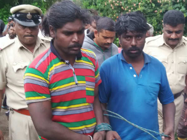 Cheaters beaten by villagers and handed over to police for cheating in Hassan