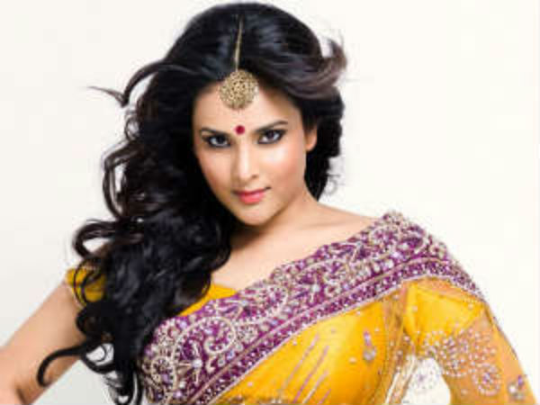 Actress Ramya posts photo of bad road of Ahmedabad on twitter