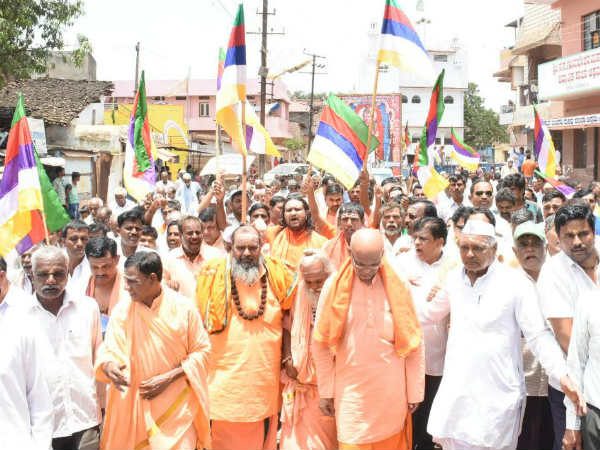 Verashaiva Lingayath Leaders and seers protest against Mate Mahadevi In Hubballi