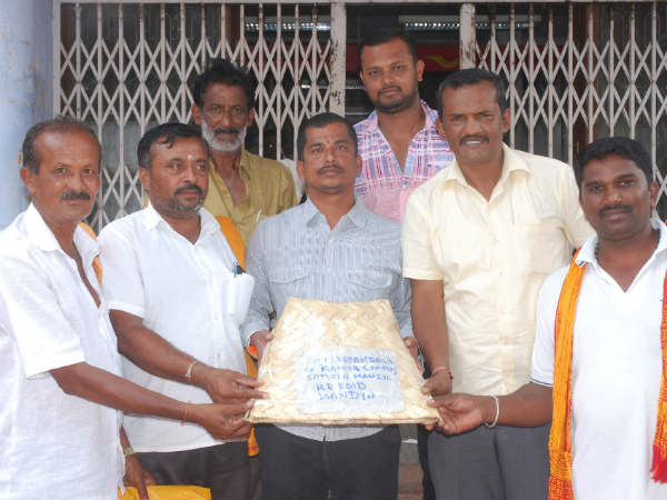 BJP workers in Mandya offered Bagina to Kannada actress Ramya