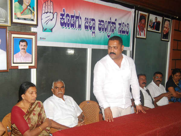 BJP and Congress protests against TP Ramesh for his misbehavior with MLC Veena Achaiah