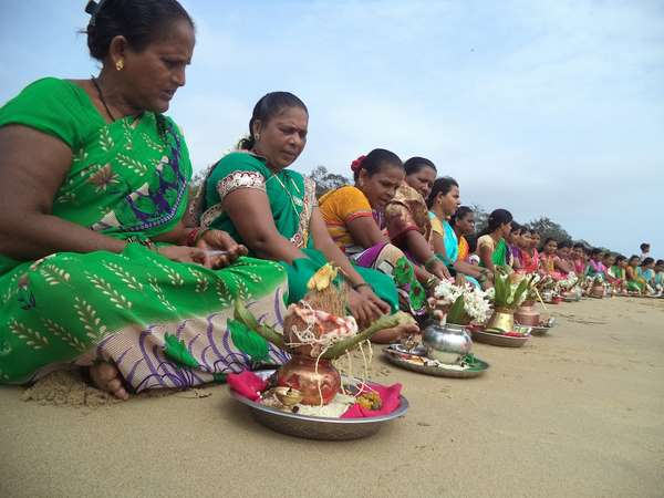 Fisherwomen perform pooja to sea god in Karwar