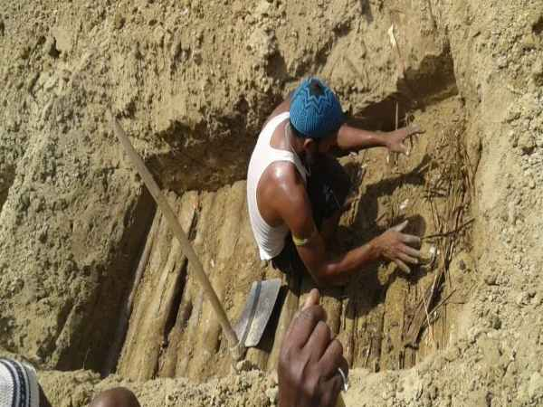 Lingayat Burial Ground Gravedigger Demand Looting Money Irks Public