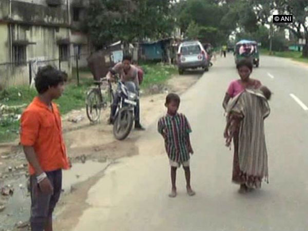 Jharkhand: Neglegence of hospital staff, 3 year old baby dies in mother's lap!