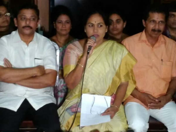 Begging Protest By Mp Shobha For Stopping Grants To Kalladka School