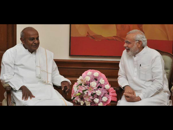 Former PM Deve Gowda seeks IIT in Hassan from PM Modi