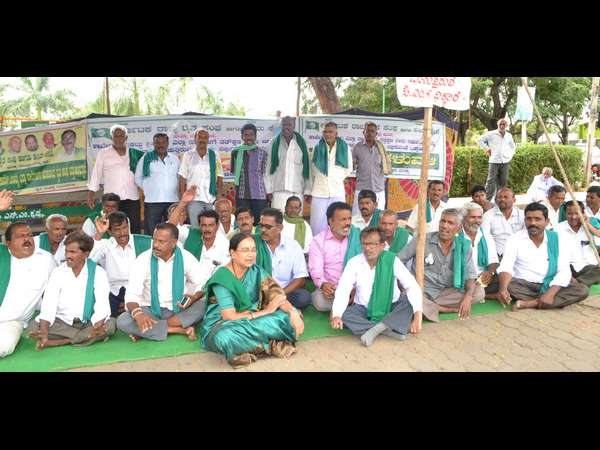 Protest for to demand release water from KRS in Mandya still continuing
