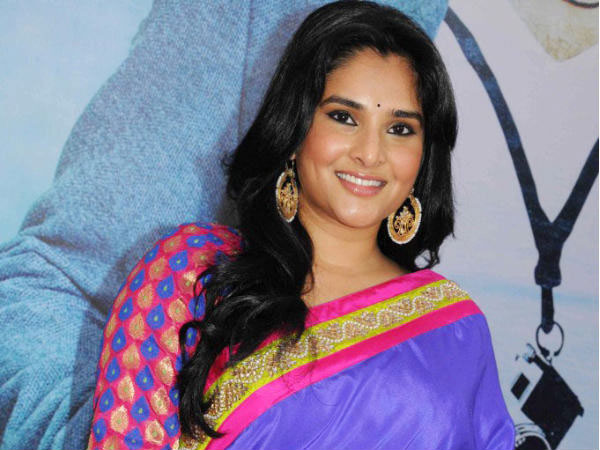 Actress Congress Leader Ramya Offers Rs 25 000 Cash Prize