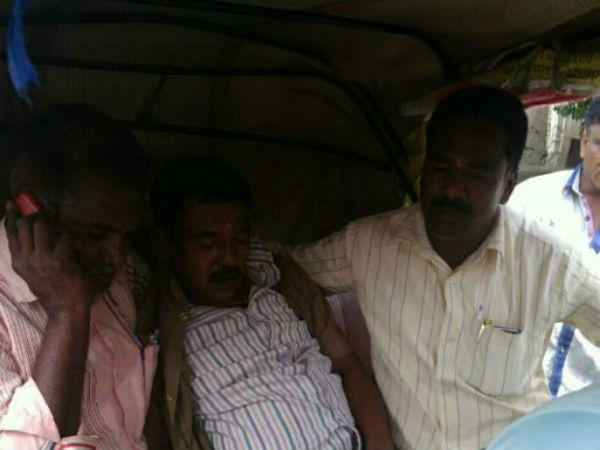 ತುಮಕೂರು : ಆಂಬ್ಯುಲೆನ್ಸ್ ಬರಲಿಲ್ಲ, ಆಟೋದಲ್ಲೇ ಶವ ಸಾಗಣೆ