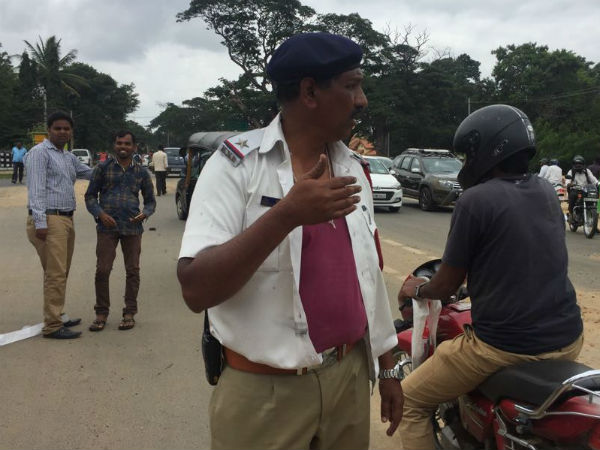 Traffice cop attacked by biker in Mysuru
