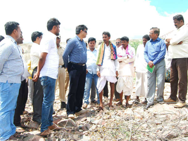 Yadgir Dc Visits Neelakanta Rayana Gaddi Village
