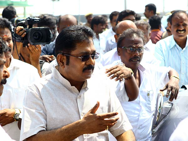 18 MLAs backing TTV Dhinakaran disqualified by Tamil Nadu Assembly Speaker