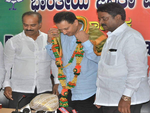 Union minister Ananth Kumar Hegde visits to state bjp office in Bengaluru