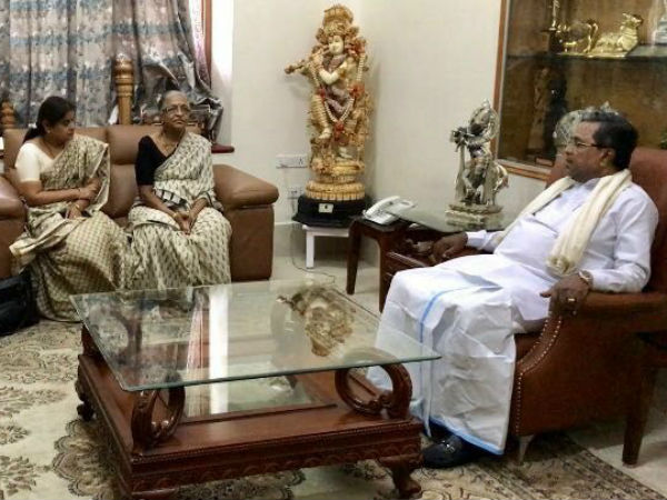 Mother of gauri lankesh meets CM Siddaramaiah