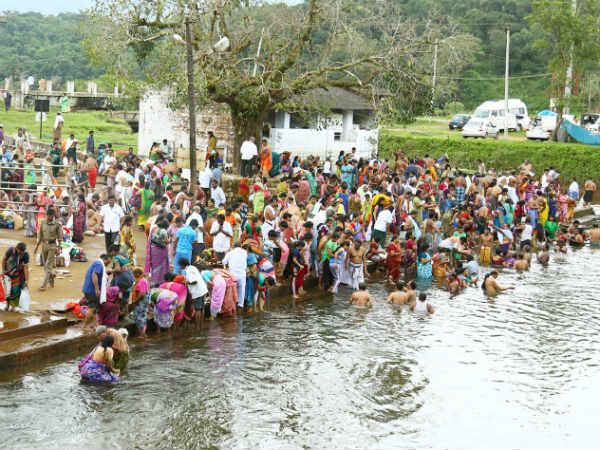 Pushkar Mela In Cauvery River Lakhs Take Holy Dip In Cauvery