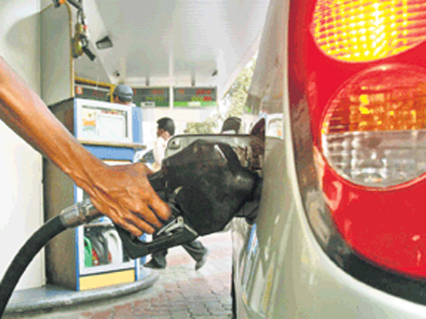 Food Items Are Free For Customer In This Petrol Pump