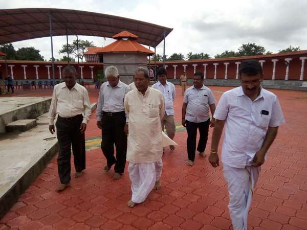 Ex Minister H Y Meti Visits Tulunad Famous Temple At Udupi
