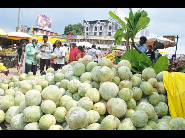 Shivamogga Dasara: Demand for fruits and flowers