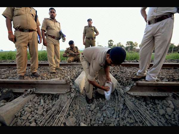 Railway Board Issues Notice All Class Officials Release D Group Workers From Their Services