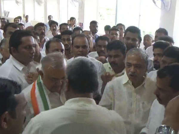 Clash Erupts Between Mangaluru Congress Leaders In Front Of Home Minister Ramalinga Reddy