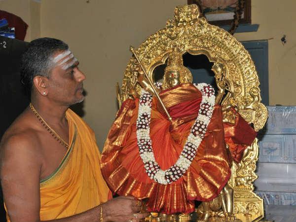 ಮೈಸೂರು ದಸರಾ: ಚಾಮುಂಡೇಶ್ವರಿ ಉತ್ಸವ ಮೂರ್ತಿಗೆ ಅಭಿಷೇಕ
