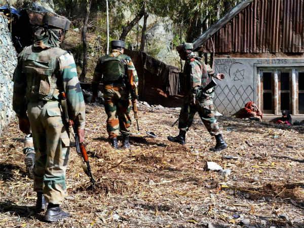 Grenade Attack On Police Party At Pulwama 7 Crpf Personnel Injured