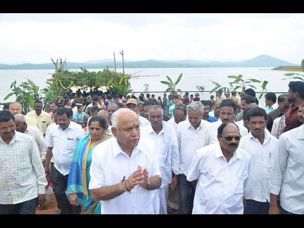 BS Yeddyurappa offers bagina to Anjanapura dam