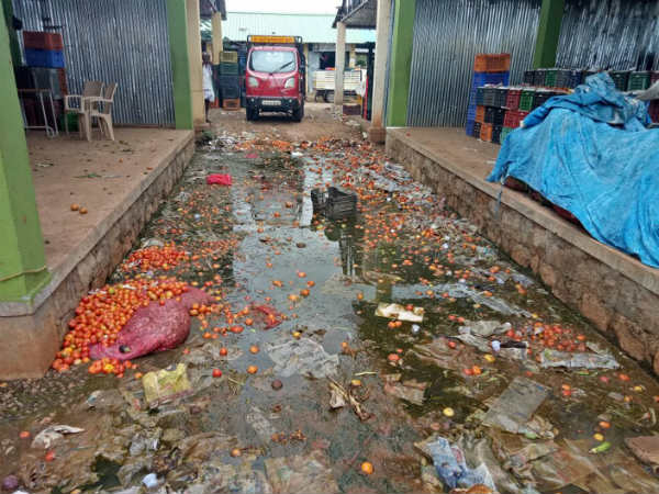 Gundlupet Vegetable Market Filled Up With Rotten Vegetables