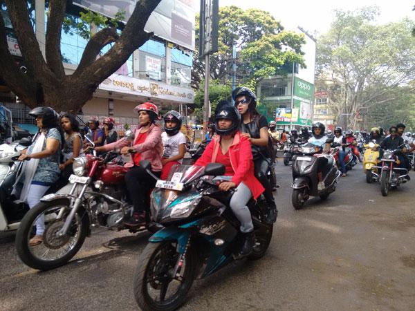 Karnataka Transport Deparment Bans Double Ride On Less Than 100cc Bikes