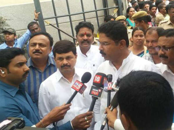 R Ashok rules out Shanthakumari and H Ravindra joining jds