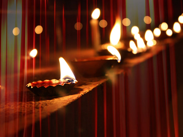Deepavali Light Is Symbol Of Knowledge An Article By Chief Of Art Of Living Shri Ravishankar