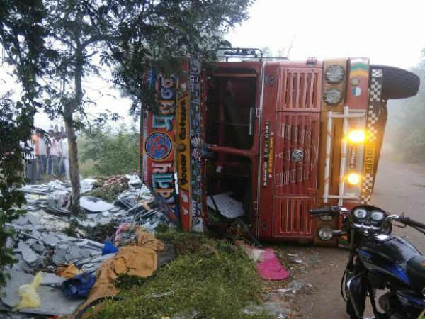 Accident In Sangli Karnataka S 10 Worker Dies