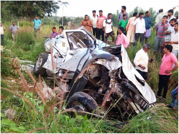 Car Rammed Into A Bus Shelter In Ramanagara Kills